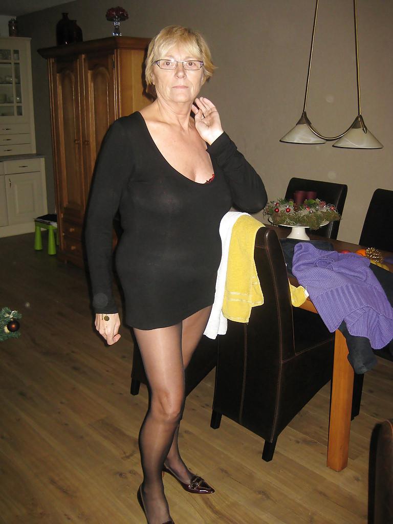 Atraktivna starija zena trazi muskarce diskrecija